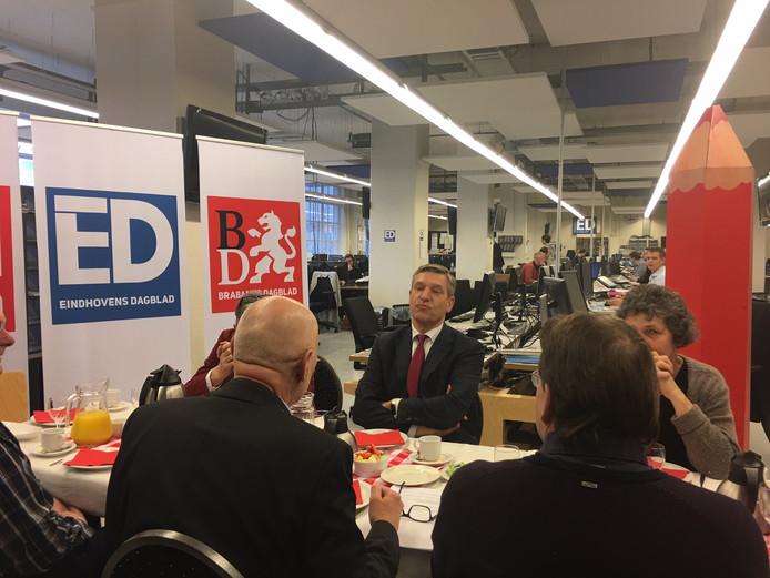 Sybrand Buma beantwoordt vragen van lezers op de redactie van het ED in Eindhoven.