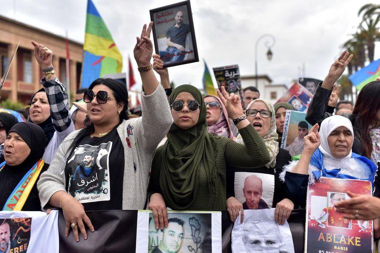 Niet iedereen is blij met de koning, zoals blijkt uit protesten. Beeld JALAL MORCHIDI/EPA