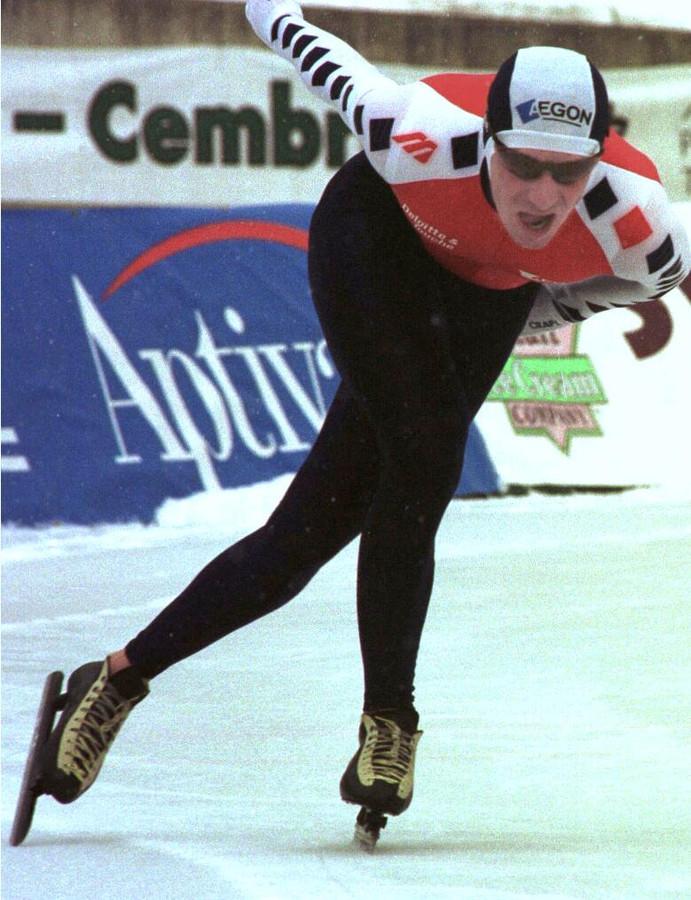 Bob de Jong op de klapschaats, tijdens zijn wereldrecord buitenbanen in Baselga.