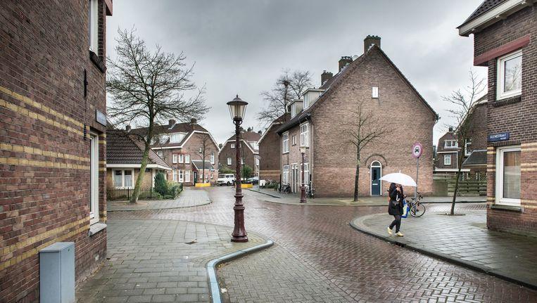 Nieuwe huurders die samen in een gerenoveerd blok van Ymere in de Van der Pekbuurt komen wonen, zijn verplicht naar bijeenkomsten te gaan waar woon- en leefregels besproken worden. Beeld Mats van Soolingen