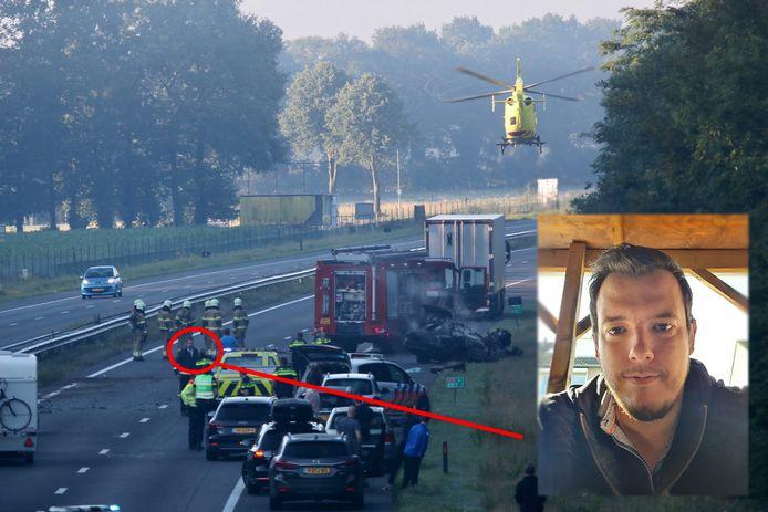 Ruud Swinkels redde een Poolse chauffeur uit een brandend wrak op de A73 bij Vierlingsbeek. Hij staat na het ongeluk midden op de snelweg met politie te praten. De traumahelikopter vertrekt.