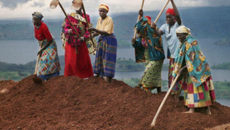 Rwandese vrouwen aan het werk. Foto: Martin Roemers Beeld