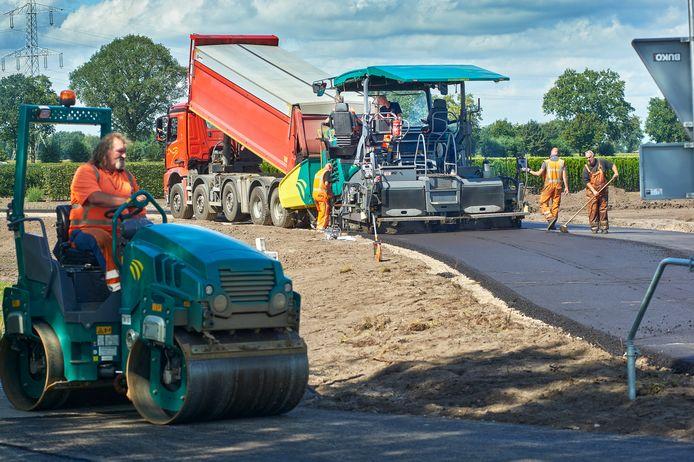 Eerder deze maand: wegwerkzaamheden aan omleiding Erpseweg in Boekel.  Dit als voorbereiding op de rotonde wat onderdeel wordt van de nieuwe rondweg.
