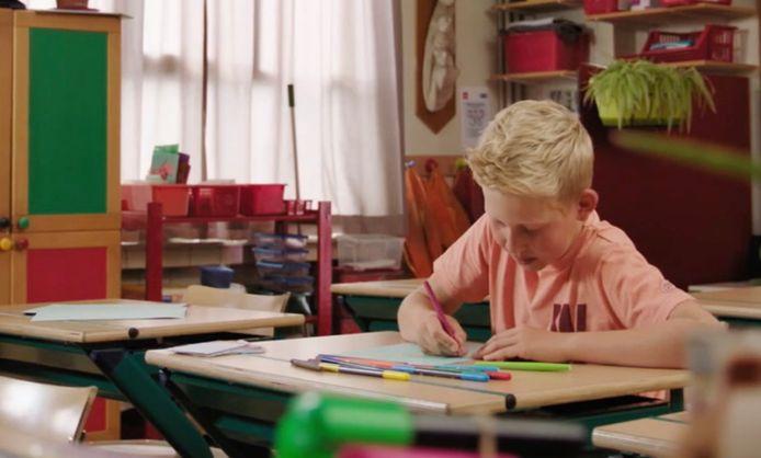 Seppe schrijft zijn liefdesbrief naar Luca