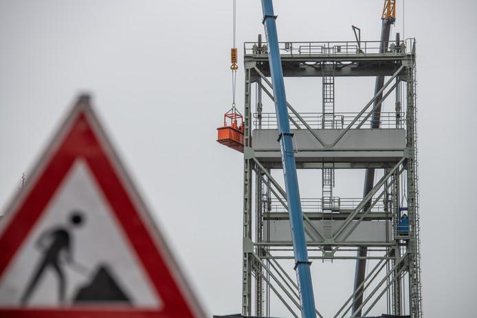 De hefbrug in Boskoop is al sinds 10 oktober gestremd voor autoverkeer en scheepvaart.