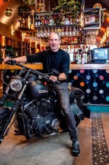 Horecabaas Dennis verkoopt zijn motor om personeel te kunnen betalen: 'Ik heb er lang voor gespaard'