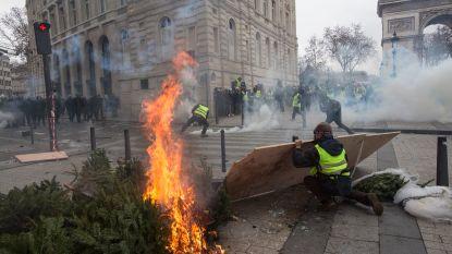 """Buitenlandse Zaken raadt reizen naar Parijs opnieuw af: """"Stel verblijf dit weekend uit"""""""