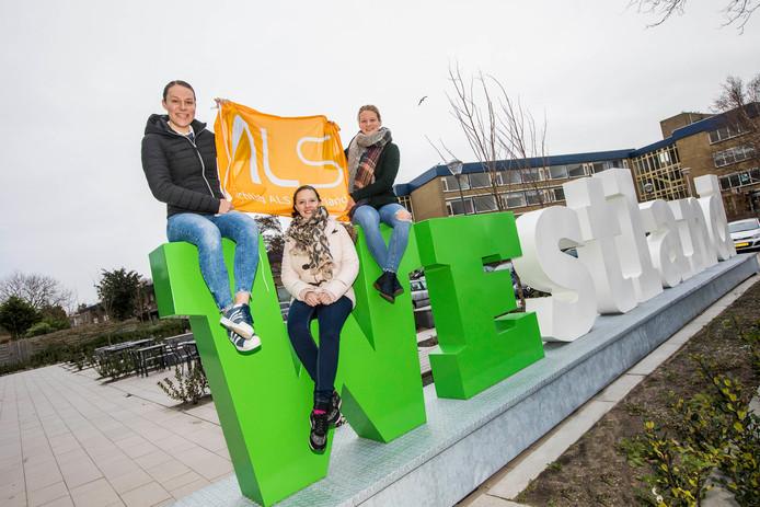 Mylene de Zoete (links), Wendy Krikken en Mandy van den Berg gaan ervoor.