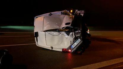 Twee gewonden bij crash met 3 voertuigen op E40