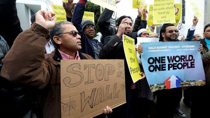 Amerikanen demonstreren tegen het beleid van Donald Trump in de staat Californië.