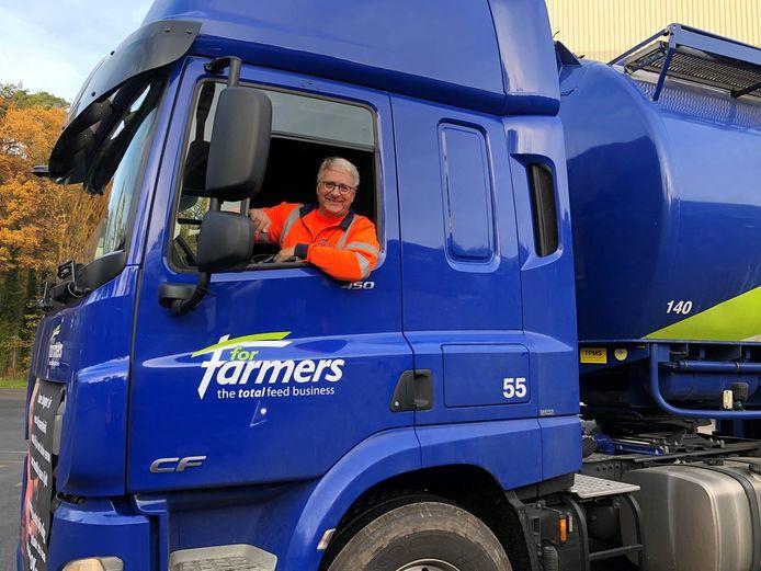 Harry Kamphorst in zijn tweede huis, een bulkwagen van ForFarmers