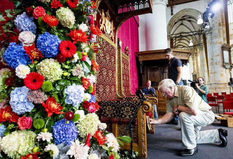 De laatste voorbereidingen worden getroffen in de Grote Kerk. Beeld ANP/Sem van der Wal