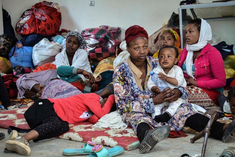 Vluchtelingen voor het geweld in Burayu verblijven in een tijdelijke opvang in de Addis Abeba. Beeld AFP