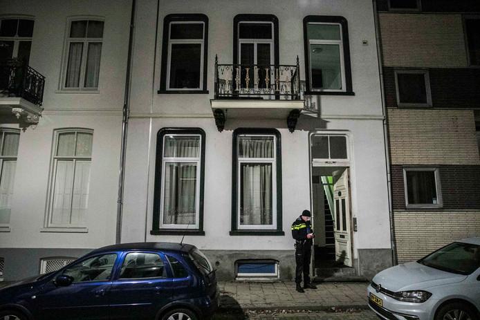 Een man is in de nacht van zaterdag op zondag aangehouden na het schieten met een gasalarmpistool bij een woning in Arnhem.