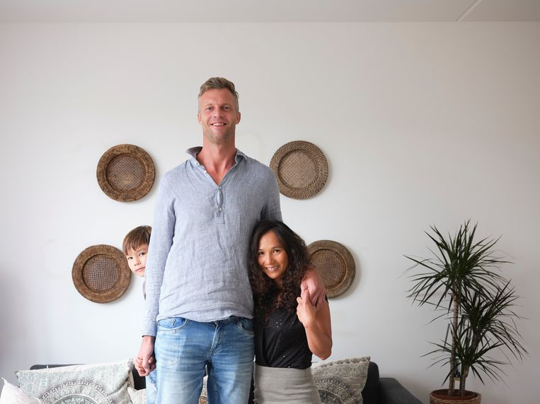 Bas Boonstoppel met zijn vrouw en zoontje. Beeld Sjaak Verboom