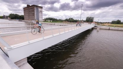 Fietsers en voetgangers kunnen eindelijk Bloemmolenbrug nemen naar het Moleneiland