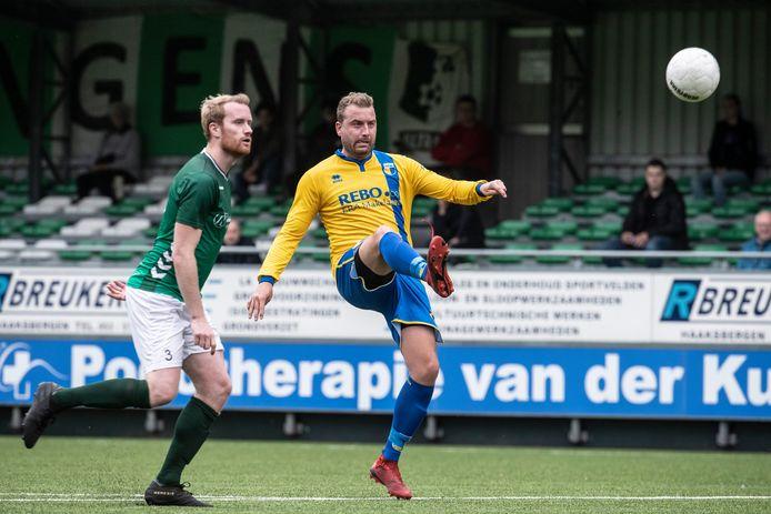 Rik van der Eerden (rechts) scoorde twee keer voor DZC'68.