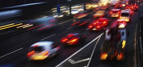 Drie rijstroken korte tijd dicht op A16 richting Breda na ongeluk met vrachtwagen