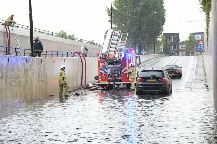 De ondergelopen tunnel in Woerden.