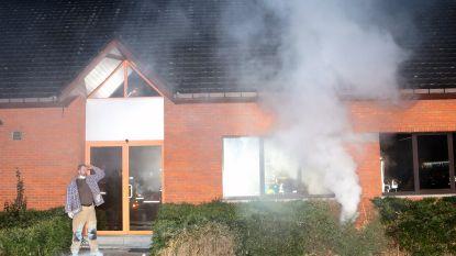 Grootste brandweeroefening ooit in Breebos: 150 hulpverleners rukken uit voor cannabisplantage, illegale fuif en intiem koppeltje