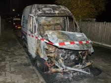 Bedrijfsbus van DNWG uitgebrand in Sint-Annaland