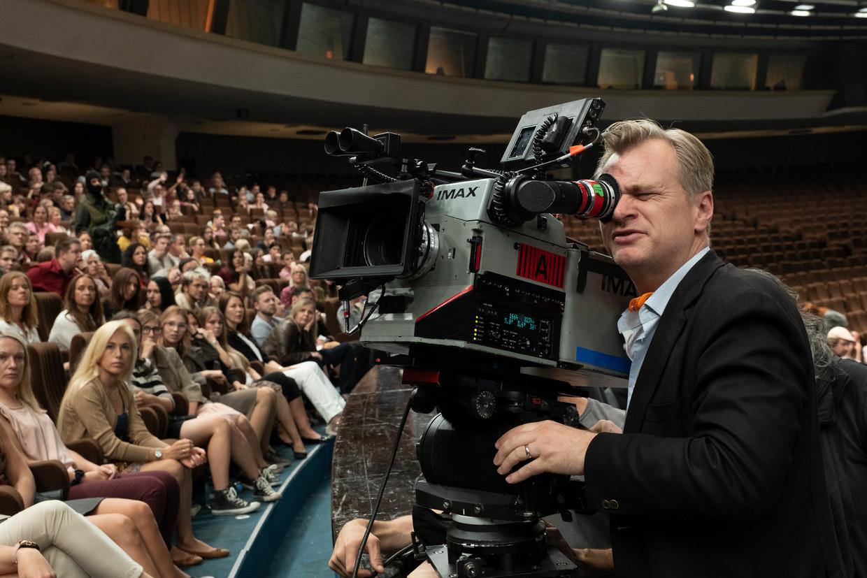 Christopher Nolan op de set van Tenet. Beeld Warner Bros. Entertainment