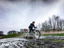 Mountainbikers genieten van de modder in Roosendaal