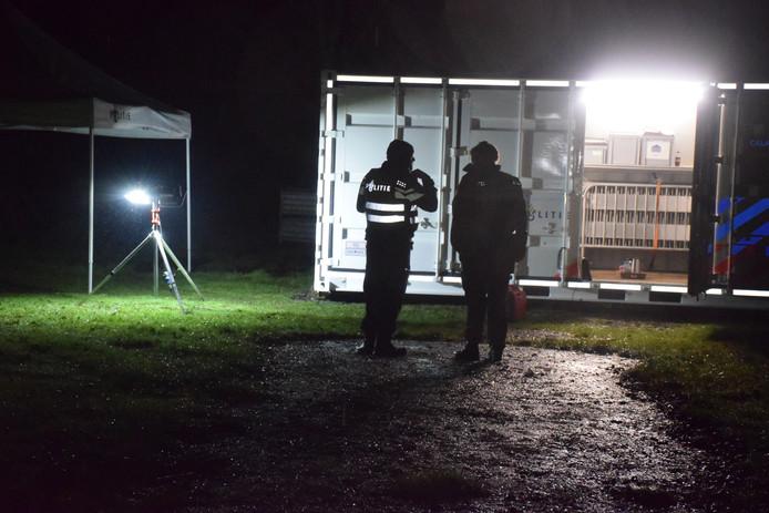 Politie doet onderzoek in de schuur in Haastrecht.