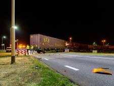 Trein botst tegen vrachtwagen in Moerdijk, niemand gewond