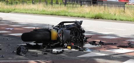 Motorrijder ernstig gewond door ongeluk met auto in Best, weg afgesloten
