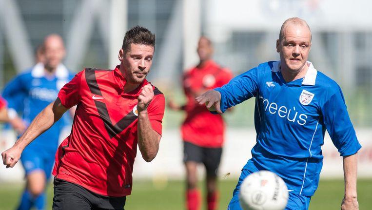 Barendrecht-speler Marlon Oranje en Thomas van den Houten van AFC Beeld Pro Shots