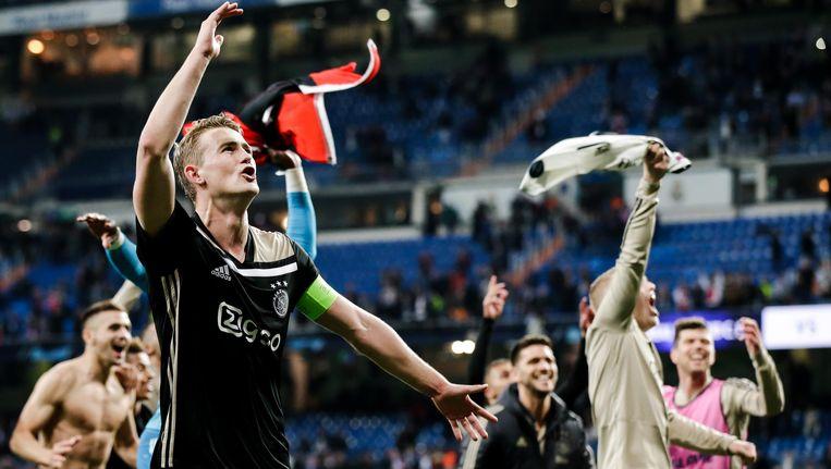 Ajacieden vieren de overwinning op Real Madrid Beeld BSR Agency