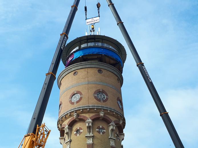 De Zwijndrechtse watertoren kreeg een extra verdieping met panoramisch uitzicht.