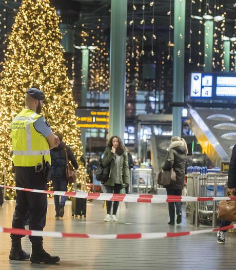 Verwarde man neergeschoten op Schiphol na dreigen met mes