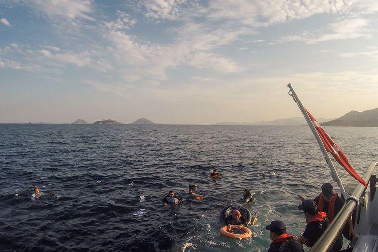De Turkse kustwacht verspreidde deze foto van de reddingsactie.