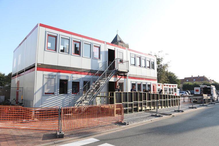 Op het Kerkplein werden maandag de nieuwe klaslokalen toegankelijk gemaakt.