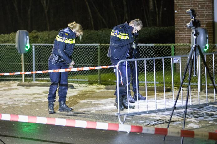 Politie doet onderzoek na een geweldsmisdrijf.