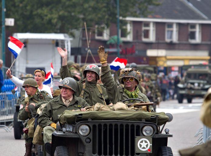 De colonne van Operatie Market Garden in Valkenswaard, vijf jaar geleden.