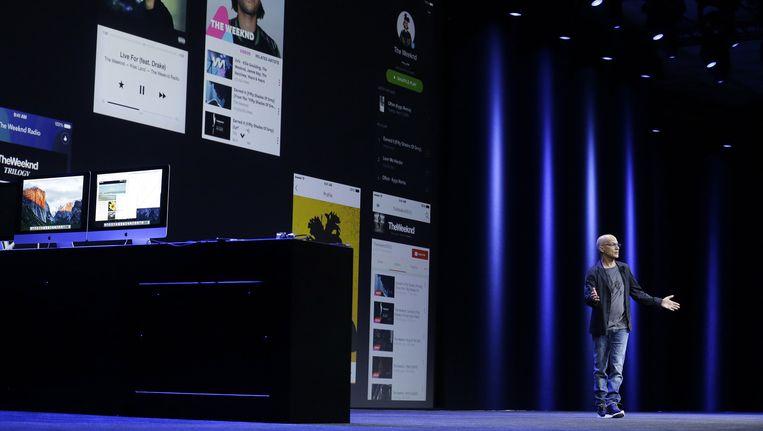 Apple-medewerker Jim Lovine bij de presentatie van Apple Music. Beeld ap