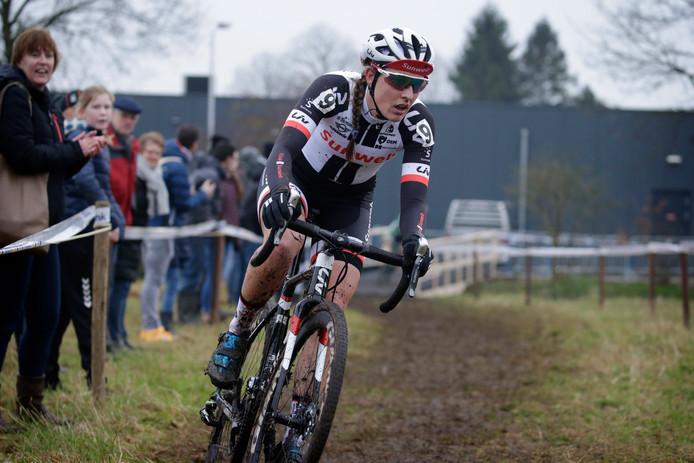 Lucinda Brand , hier op weg de Nederlandse titel van vorig jaar, is één van de grote kanshebbers bij de NK.