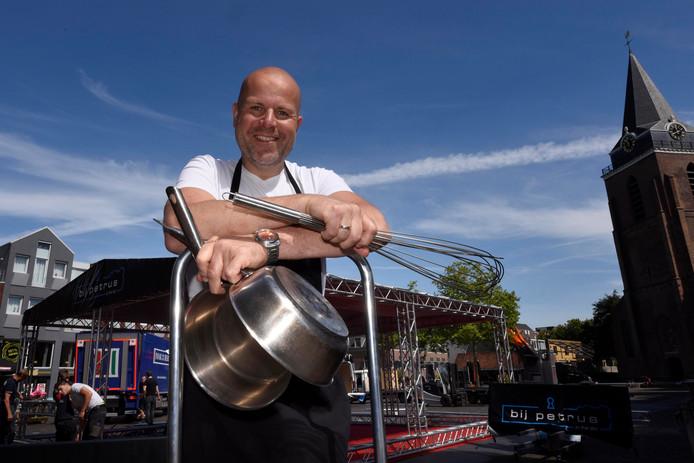 Walter Spruit kookt morgen op vijftig meter hoogte bij het evenement Dinner in the Sky van restaurant BijPetrus.