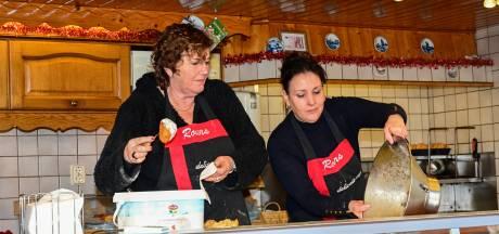 Oliebollenbakkers uit Nunspeet maken er het beste van in uitgestorven winkelcentra