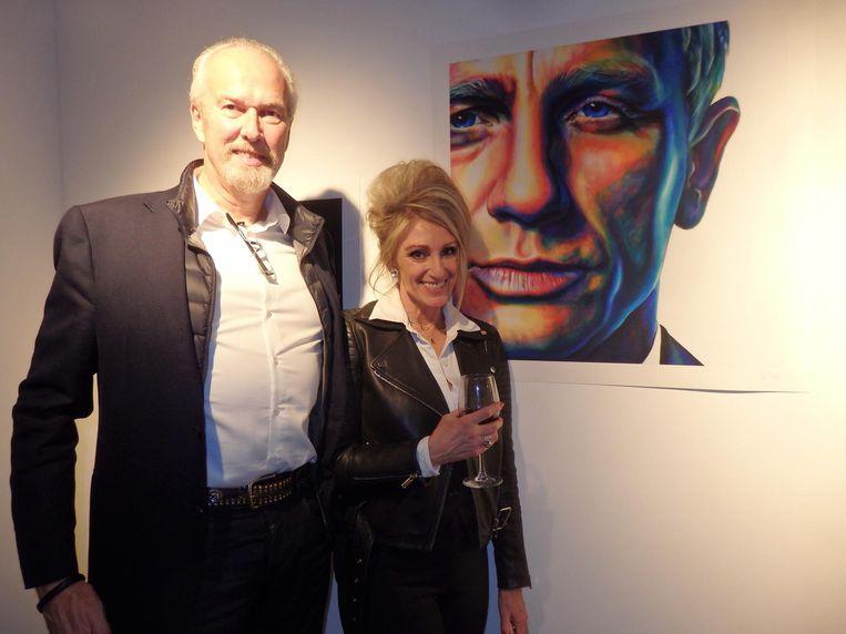 Albert Bokma, partner van kunstenaar Saskia Vugts, uit Vught ook nog, naast haar werk. Beeld Hans van der Beek