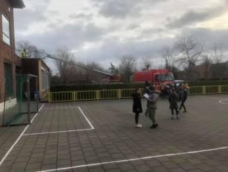 Hevige wind blaast dakbedekking Roeselaarse basisschool los