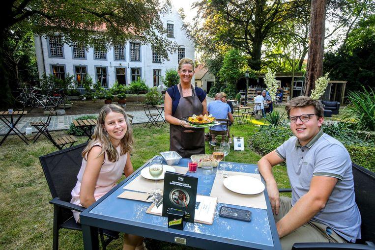 Een etentje in de tuin van het statige herenhuis is een hele belevenis.