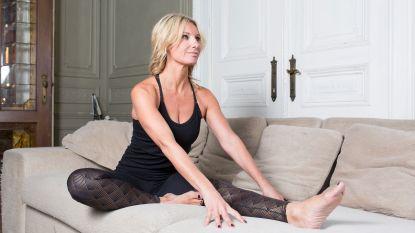 Yoga op de sofa