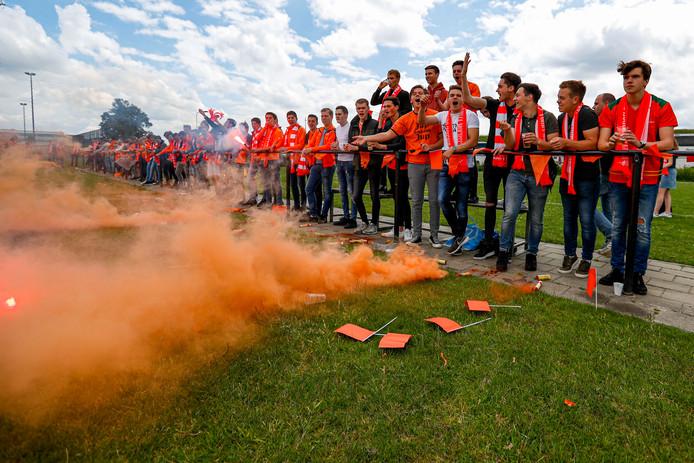 De supporters van Moerse Boys vieren hoogtijdagen met hun club.