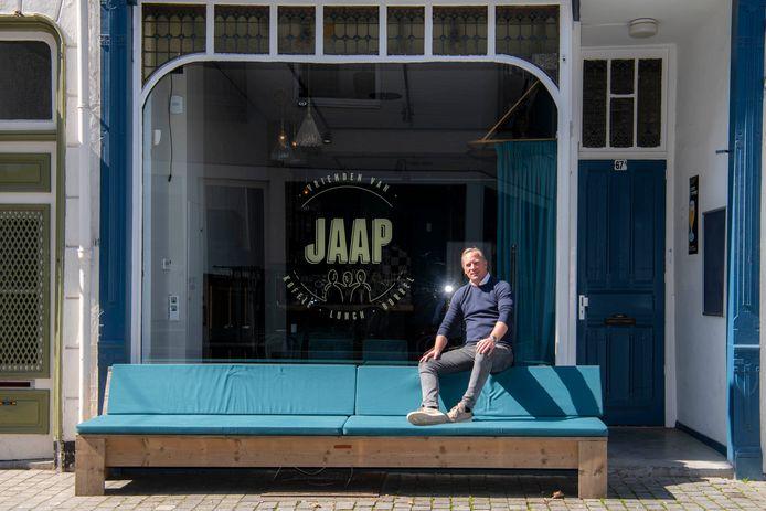 Jaap Bos bij zijn nieuwe zaak 'Vrienden van Jaap'