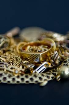 Inbrekers lopen tegen de lamp door verkoop goud bij juwelier