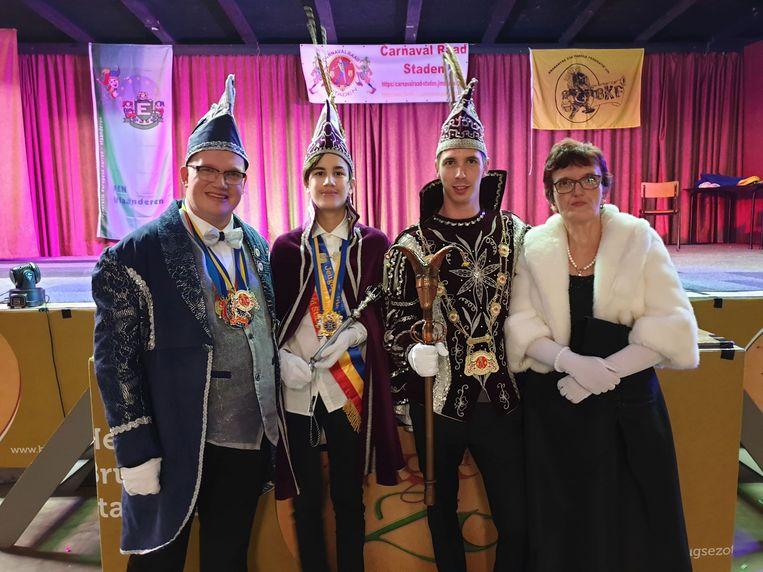 Stadswacht Jonas I, jeugdprins Quinten (13), Prins Jenseke I en hofdame Jessica I.